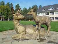 статуя косули