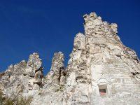 церковь в скалах